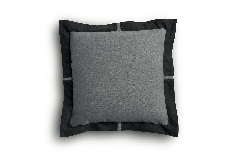 Cuscino con bordo volant 55x55 cm imbottito in fibra