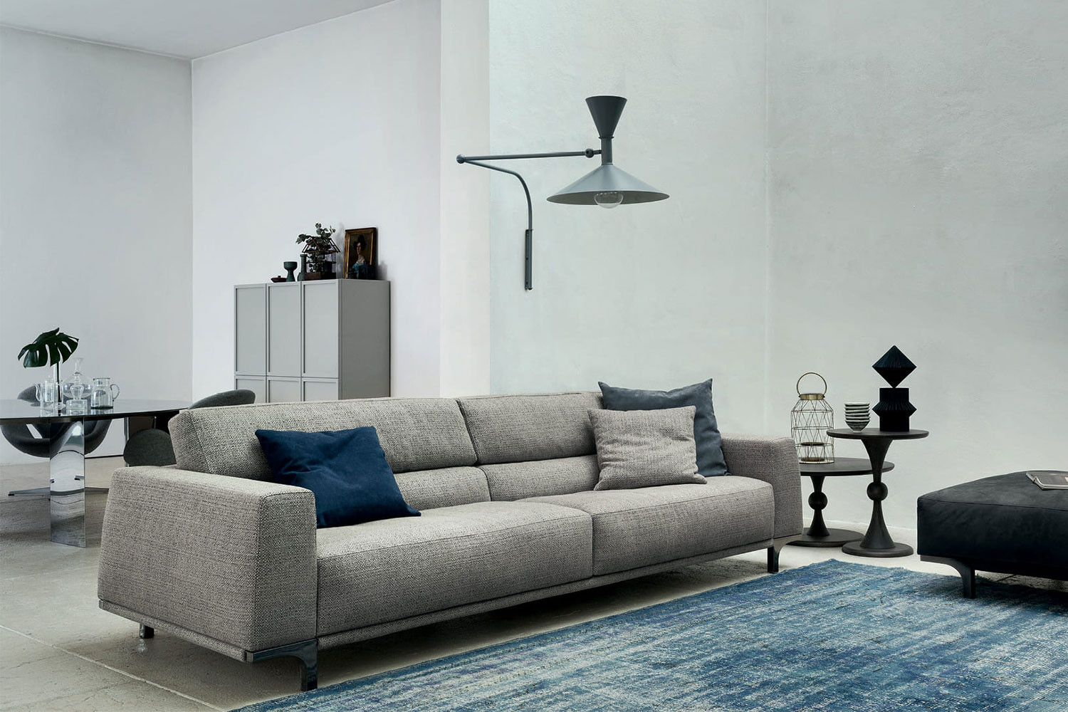 Sofa with ergonomic low back, wooden or metal legs, available in fabric, leather, velvet