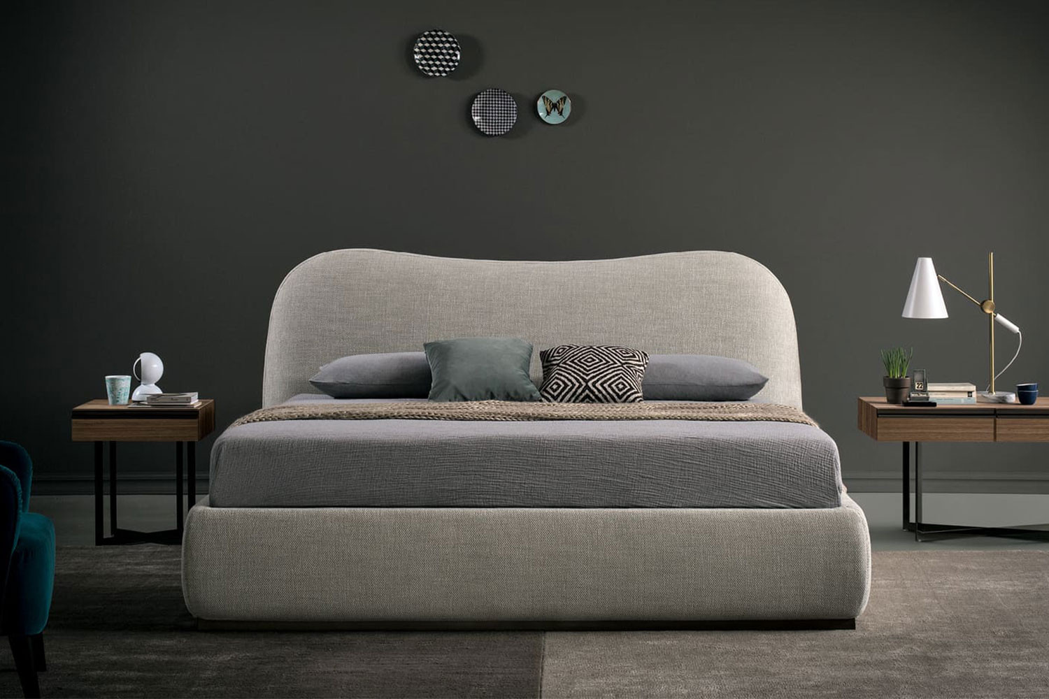 Upholstered king size bed with curved headboard, size 160x200 cm, 180x200 cm or 200x200 cm