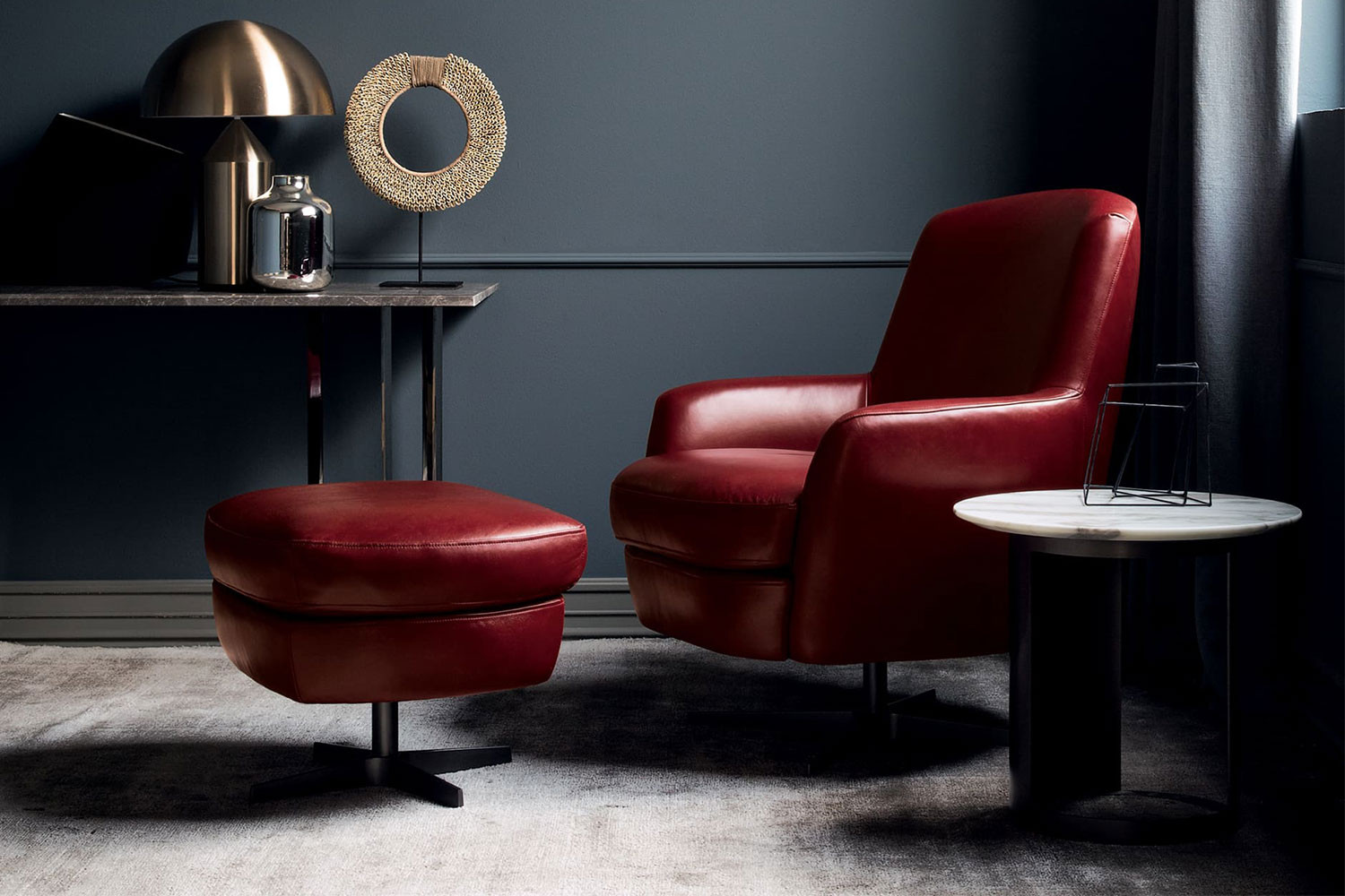 4-star base swivel armchair with high back and low arms