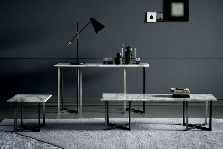 Blunt, Kollektion von niedrigen Tischen aus Marmor und Metall