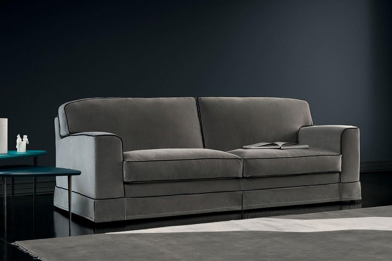 Klassisch-modernes 2-, 3- oder 4-Sitzer-Sofa mit echten Gänsedaunen-Kissen und Holzfüßen, die von einer Husse verdeckt werden