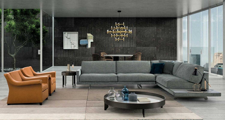 Komplettes Wohnzimmer mit Ecksofa mit integrierter Ablage und Sesseln