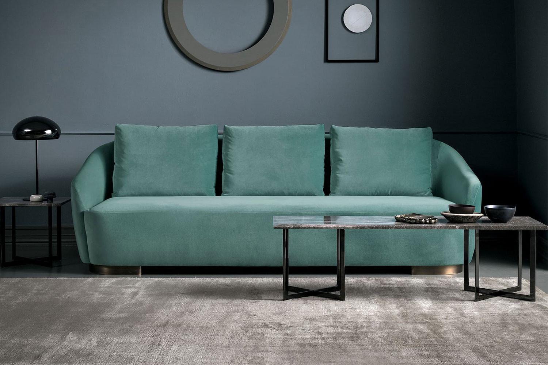 2- oder 3-Sitzer-Stil-Ikone-Sofa mit abgerundeter Rückenlehne, die mit den Armlehnen verbunden ist, und mit tiefer Sitzfläche