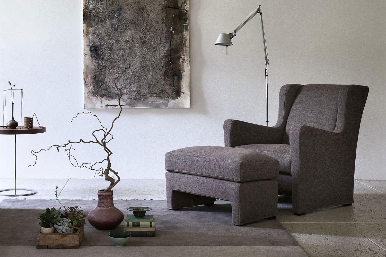 Lù, komfortabler und moderner Bergère-Sessel mit Ohren und passendem Fußhocker