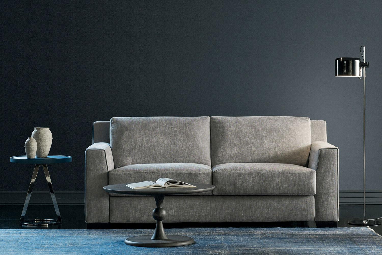 Regal ist ein 2- oder 3-Sitzer Schlafsofa mit 18 cm hoher Matratze