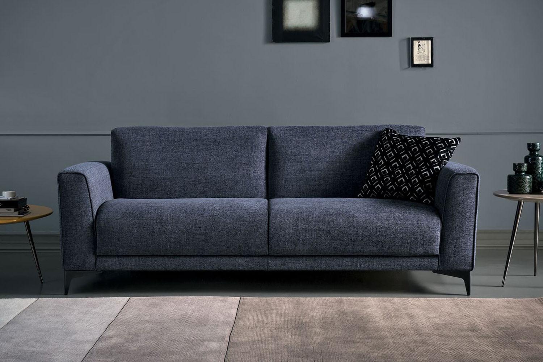 Bedford, elegante divano letto alto da terra con piedini metallici