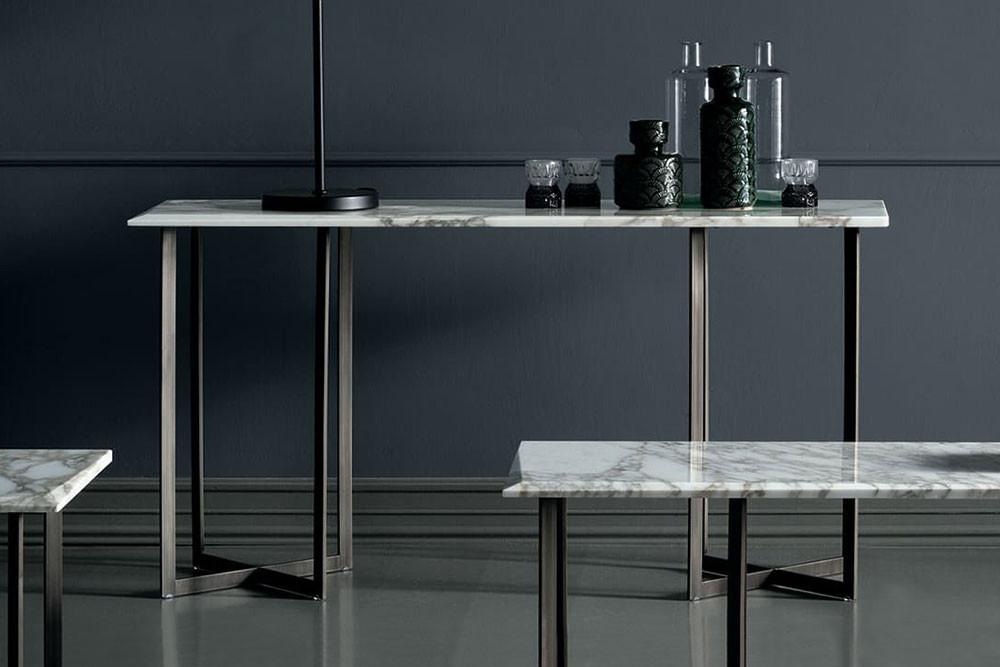 Blunt, collezione di consolle con piano in marmo bianco, nero o marrone in varianti pregiate