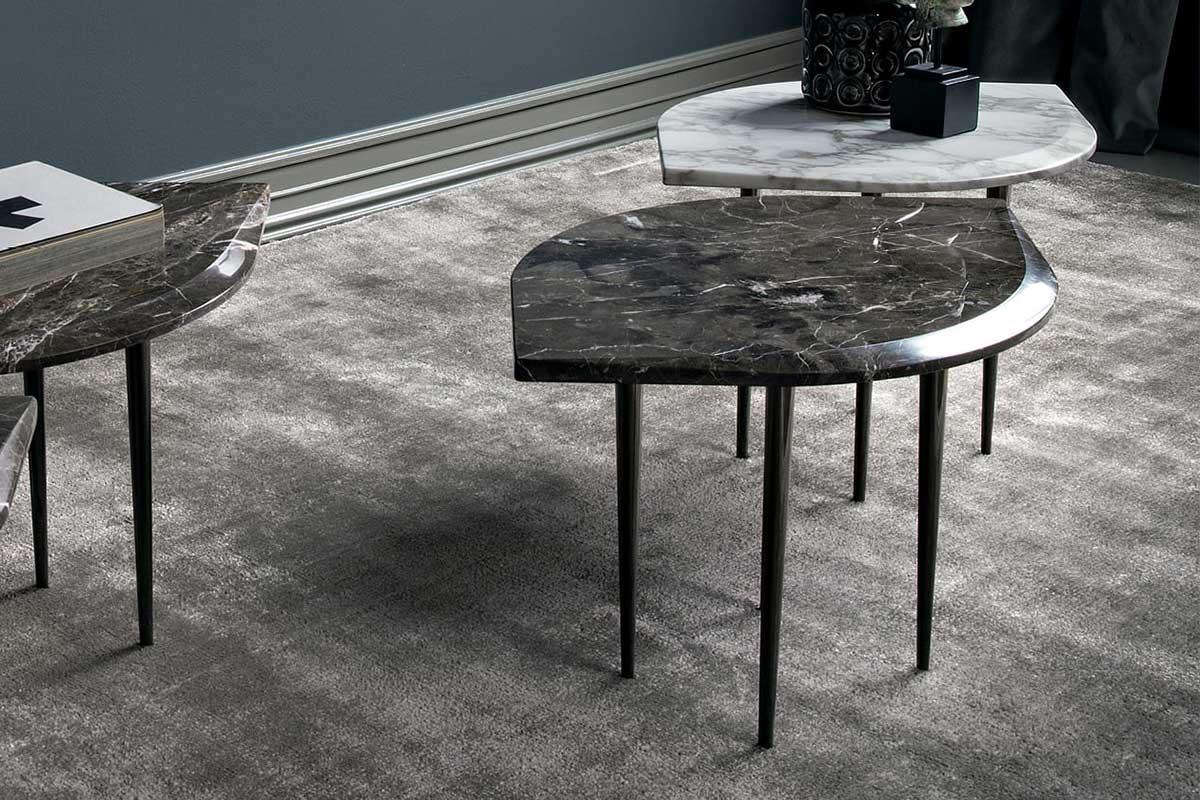 Chio, originale tavolino da caffé con piano in marmo bisellato