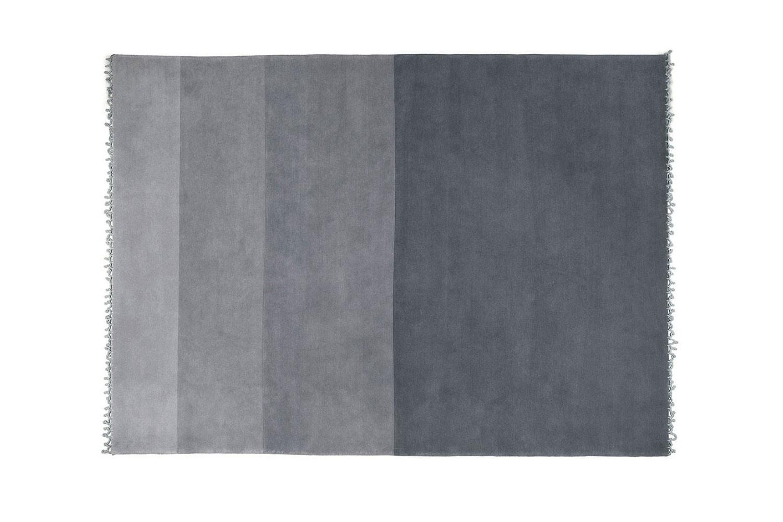 Moderno tappeto rettangolare in lana a pelo corto, a grandi strisce in varie tonalità di grigio